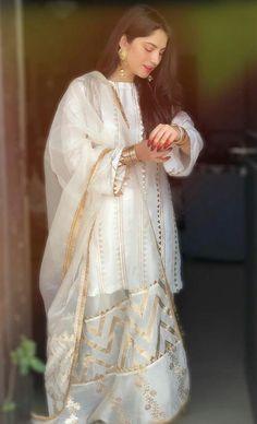 Asian Wedding Dress Pakistani, Simple Pakistani Dresses, Pakistani Fashion Party Wear, Pakistani Dress Design, Pakistani Outfits, Pakistani Frocks, Lehenga Wedding, Pakistani Actress, Girls Frock Design