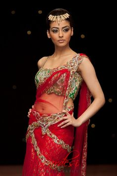 New Jewerly Indian Bridal Saris Ideas Bridal Sari, Indian Bridal, Bride Indian, Indian Attire, Indian Outfits, Indian Clothes, Ethnic Wedding, Saree Styles, India Fashion