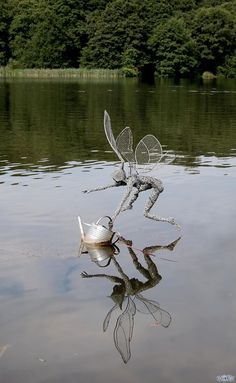 British artist Robin Wight uses stainless steel wire to form stunning, dramatic sculptures of winged fairies dancing in the wind. The enchanting forms, which range in size from miniature to…More>>Check out the link for more info metal bird wall art Robin Wight, Chicken Wire Art, Fantasy Wire, Wire Art Sculpture, Art Sculptures, Abstract Sculpture, Chicken Wire Sculpture, Sculpture Ideas, Arte Peculiar