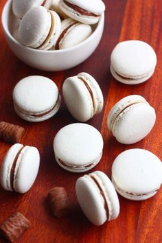 Macaron-leivokset pätkistäytteellä | Suklaapossu Macarons, Delicious Desserts, Yummy Food, Gluten Free Baking, Sweet Cakes, Clean Eating Snacks, No Bake Cake, Food Inspiration, Sweet Recipes