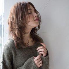 秋のイメチェンに「レイヤーミディアム」はいかが?切りっぱなしに飽きた人も、続々と動きのあるレイヤースタイルにイメチェン中。サロンでのオーダー時に使えるヘアカタログをご紹介します。 Cut My Hair, Love Hair, Hair Cuts, Hair Inspo, Hair Inspiration, Medium Hair Styles, Long Hair Styles, Mullet Hairstyle, Shot Hair Styles