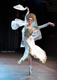 Ulyana Lopatkina in Russkaya. March Tonight's Russian Icon was Anna Pavlova. Photograph by Gene Schiavone. Pavlova was no fan of modern music. Anna Pavlova, Russian Ballet, Russian Art, Shall We Dance, Just Dance, Ballet Costumes, Dance Costumes, Ballet Images, Ballet Photos
