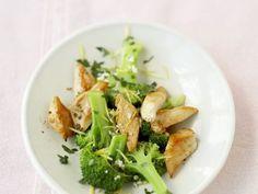 Probieren Sie die leckeren Putenstreifen mit Brokkoli-Zitronen-Sauce von EAT SMARTER oder eines unserer anderen gesunden Rezepte!