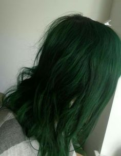 Find images and videos about green hair and colorful hair on We Heart It - the app to get lost in what you love. Dark Green Hair, Coloured Hair, Dye My Hair, Aesthetic Hair, Grunge Hair, Ombre Hair, Lilac Hair, Gray Hair, Blue Hair