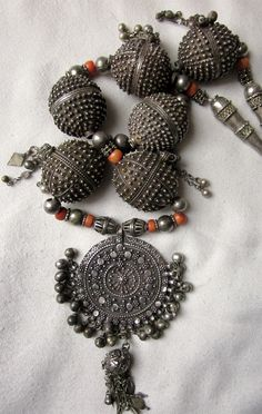 Yemen | Old silver and coral necklace | ©Ait Ouakli