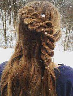 coiffure avec tresse très créative, idée superbe pour une fille aux cheveux longs