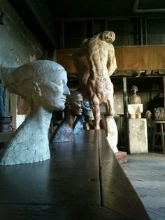 Ideas for display personal sculptural pieces. Rodin, Statues, Antoine Bourdelle, French Sculptor, Classical Art, Candid Photography, Le Corbusier, French Artists, Installation Art