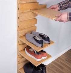 Ghivece suspendate 30 Fabulous DIY Shoe Rack Design Ideas for Your Shoe Collection Wall Mounted Shoe Storage, Wall Shoe Rack, Shoe Storage Rack, Diy Shoe Rack, Shoe Wall, Smart Storage, Wood Storage, Pvc Shoe Racks, Diy Furniture Projects