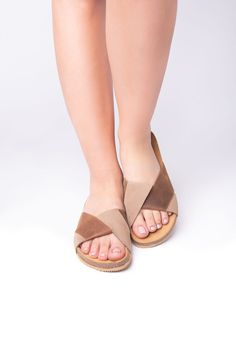 Relaxed brown anatomic sandals - Leather sandals, light sandals, traveller sandals #FlatSandals #WalkingSandals #LeatherSandals #TrekkingSandals #outdoors #Sandals2020 #AnatomicSandals #anatomic #WomenSandals #Birkenstock Flat Sandals, Leather Sandals, Shoes Sandals, Trekking Sandals, Birkenstock, Fashion Shoes, Greek, Outdoors, Trending Outfits