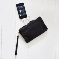This would be a great Mothers Day Gift! Mighty Purse - Charge your phone on the go! Give It To Me, Just For You, Great Mothers Day Gifts, Sassy Pants, Tote Storage, Mom Day, Cool Inventions, Leather Handbags, Gifts For Her