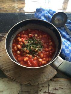 Witte bonen in tomatensaus zijn een welgezien gerecht in Nederland. Witte bonen zijn gezond, maar we maken het natuurlijk wel zelf en niet kant en klaar kopen in de winkel.Witte bonen hebben een lage glychemische index. Een glychemische index is een maat om aan te geven hoe snel koolhydraten in de darm worden verteerd en […]
