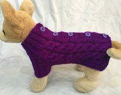 Cette tenue est parfaite pour votre Chihuahua, caniche, Yorkshire ou petit chien  Exclusivité 100 % main tricot  Design original  Pull se porte avec des boutons (facile à enfiler votre chien)  Pull Taille XS-Back-9-10(+collar2); Poitrine-12 -13    Machine à laver et sèche.  Prêt à être expédier.