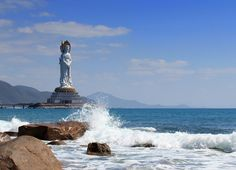 Sanya Nanshan Cultural Tourism Zone is Chinese largest tourist area with the theme of Buddhist culture and is one of the first national 5A tourist attractions. The tourists can pay homage at the 108m-high Sea-based Kwan-yin Statue, breath the fresh air,  listen to the harmonious temple bell and enjoy the singing birds and fragrant flowers.#sanya #avalokitesvara #buddhism #whererefreshingbelongs