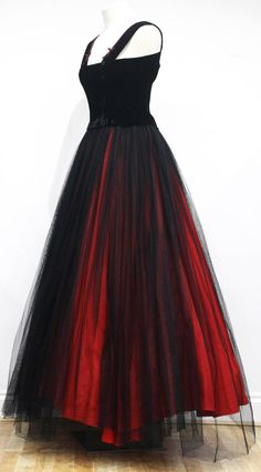 Exceptional 1940s Jacques Fath Haute Couture Evening Ensemble    From a collection of rare vintage evening dresses at https://www.1stdibs.com/fashion/clothing/evening-dresses/