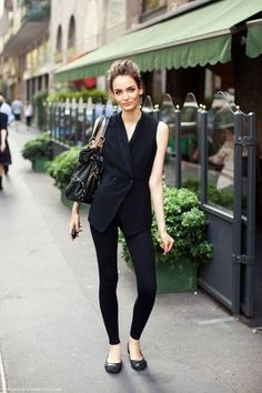 17. Back to Black - 39 Fabulous French Street Style Looks ... → Streetstyle