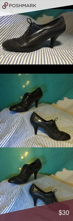 Franco Sarto wingtip heels 8.5 Putting together the perfect 1920s flapper outfit or going female 1930s gangsters for Halloween? Maybe you like that old fashioned wing tip look with an extra lift. These patent leather heels scream vintage and new at the same time. Worn often enough to be loved but with plenty of life left these shoes will make your soles the talk of the fancy dress party. Franco Sarto Shoes Heels