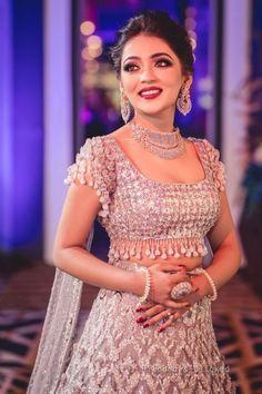 Ideas Indian Bridal Sari Reception Dresses For 2019 Indian Wedding Gowns, Indian Bridal Outfits, Indian Bridal Lehenga, Indian Gowns Dresses, Bridal Sari, Designer Party Wear Dresses, Indian Designer Outfits, Lehnga Dress, Lehenga Choli
