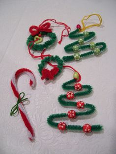 christmas craft for children using pipe cleaners