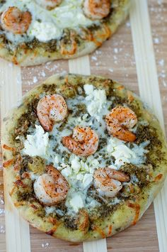 "Shrimp Pesto Pizza - When I was 12 my family was on our summer vacation in Florida and I ordered a ""Shrimp Pizza"". Pizza Pesto, Pasta Pizza, Shrimp Pizza, Pesto Shrimp, Garlic Pizza, Bread Pizza, Grilled Shrimp, I Love Food, Good Food"