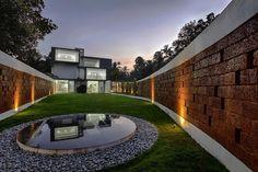 Residencia Running Wall / LIJO RENY architects