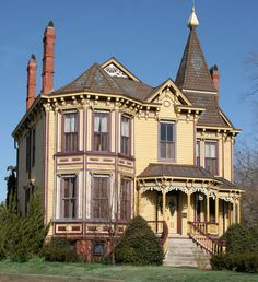 Victorian House in Smithfield, VA...BEAUTIFUL! I have seen this one many times