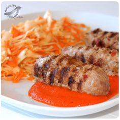 Ćevapi, cevapcici o ćevapčići es una especie de salchichas de carne de res picada o molida.