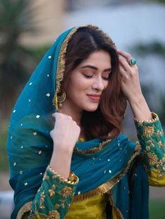 Pakistani Fashion Party Wear, Pakistani Formal Dresses, Pakistani Wedding Outfits, Indian Fashion Dresses, Dress Indian Style, Pakistani Dress Design, Bridal Outfits, Pakistani Makeup, Pakistani Actress