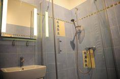 łazienka  http://www.rainbowapartments.pl/pokoj-niebieski/