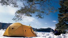 10 endroits où dormir dehors cet hiver // 10 sites to sleep outside this winter Province Du Canada, Destinations, Camper, Tonne, Outdoor Gear, The Outsiders, Images, Hiking, Sleep