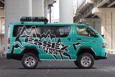 激アゲ6インチアップ! 4×4エースで猛烈インパクト!!|ESSEX EXTREME 4×4 | スタイルワゴン・ドレスアップナビ カードレスアップの情報を発信するWebサイト Toyota Hiace, Roman Reigns Logo, Van Signage, Toyota Van, Van Design, Off Road Camper, My Ride, Campervan, Toyota Land Cruiser