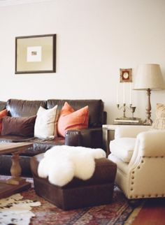 Best Dark Brown Leather Couch Ideas and Pictures 21 - Awesome Indoor & Outdoor Dark Brown Sofa Living Room, Living Room Sofa, Living Rooms, Dark Couch, Cozy Living, Living Room Decor Brown Leather Couch, Brown Couch Pillows, Accent Pillows, Brown Leather Furniture