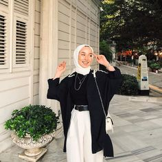 2020 Mar 2 - 🌱 You are in the right place about fashion outfits hijab Here we offer you the most beautiful pictures about the fashion outfits jeans you are looking for. When you examine the 🌱 part of the p Hijab Casual, Modest Fashion Hijab, Modern Hijab Fashion, Street Hijab Fashion, Hijab Fashion Inspiration, Muslim Fashion, 90s Fashion, Fashion Models, Fashion Outfits