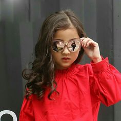 Cute Birthday Pictures, Cute Baby Girl Pictures, Baby Girl Photos, Girl With Sunglasses, Kids Sunglasses, Cat Eye Sunglasses, Cute Baby Wallpaper, Dehati Girl Photo, Girls Mirror