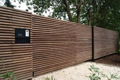 Nice 49 Gorgeous Modern Fence Design Ideas To Enhance Your Beautiful Yard. More at http://decoratrend.com/2018/05/30/49-gorgeous-modern-fence-design-ideas-to-enhance-your-beautiful-yard/