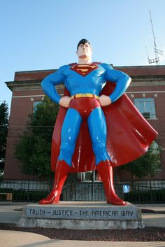 Giant Superman statue, a roadside attraction in Metropolis, Illinois - USA Boston Public Garden, Bridgetown, Holocaust Memorial, Southern Illinois, Roadside Attractions, Road Trippin, Dog Statues, Angel Statues, Superman