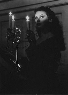 Hedy Lamarr in The Strange Woman Such an amazing woman. and smart! Hedy Lamarr in The Stra Photographie Glamour Vintage, Vintage Glamour, Vintage Beauty, Old Hollywood Glamour, Vintage Hollywood, Classic Hollywood, Hollywood Party, Hollywood Fashion, Hollywood Actresses