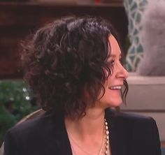 Sara Gilbert's hair - side view