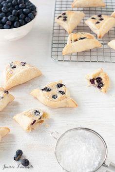 blueberry almond mini pies
