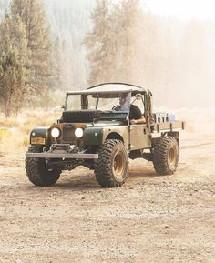 Land Rover (Series & Defenders) and more stuff I like. Toy Trucks, Pickup Trucks, Road Bike Accessories, Land Rover Off Road, Automobile, Range Rover Classic, Rolls Royce, Expedition Vehicle, Land Rover Discovery