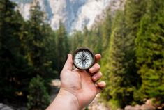 Survival Life Walkers_compass tips and how to read a map with a compass Different Sentences, Simple Sentences, Plan General, Becoming Minimalist, Work Goals, Blog Names, Bullet Journal, Digital Nomad, Survival Skills