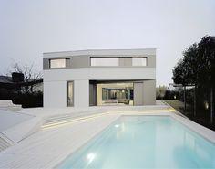S3 CITYVILLA : Minimalistische Pools von steimle architekten