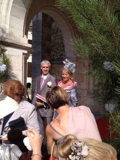 Mr et Mme JB heureux au mariage de leur fille.