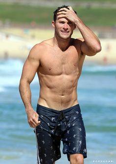 Scott Eastwood Shirtless on the Beach in Australia Feb. 2017 | POPSUGAR Celebrity