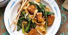 Learn how to make a vegetarian version of the traditional Thai pad see ew recipe.