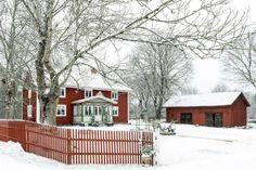 fasad med staket amanda i småland