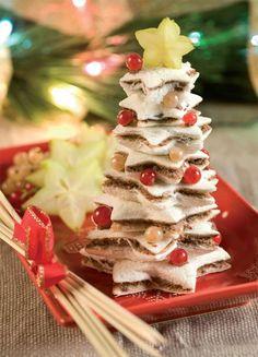 Un'idea carina per un antipasto veloce da proporre per il pranzo di Natale o per il cenone di Capodanno: l'albero di tramezzini. Questa ricetta di Valentina Gigli èdavvero semplice,ma presentata in modo tale che lascerà tuttia bocca aperta. Un'idea originale che potresteproporre anche come fine pasto, sostituendo alla farcitura salata una crema al cioccolato spalmabile.…