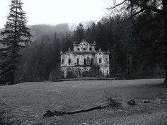 Awesome old house... and creepy. #old house #creepy #spooky