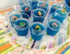Festa na piscina Copo de gelatina com bóia de bala de goma