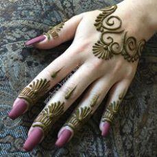 Mehndi Designs almost every female looking for who are interested in mehndi. Now you can see some fabulous and beautiful simple mehndi designs. Mehndi Designs For Beginners, Mehndi Designs For Fingers, Best Mehndi Designs, Easy Arabic Mehndi Designs, Mehandi Designs, Henna Tattoo Hand, Henna Tattoo Designs, Lion Tattoo, Henne Tattoo