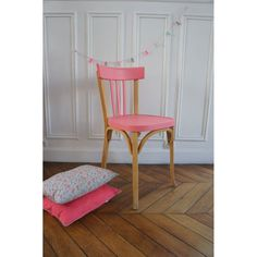 Une chaise customisée en rose